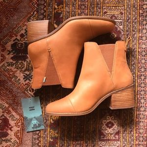 New with tags toms boots